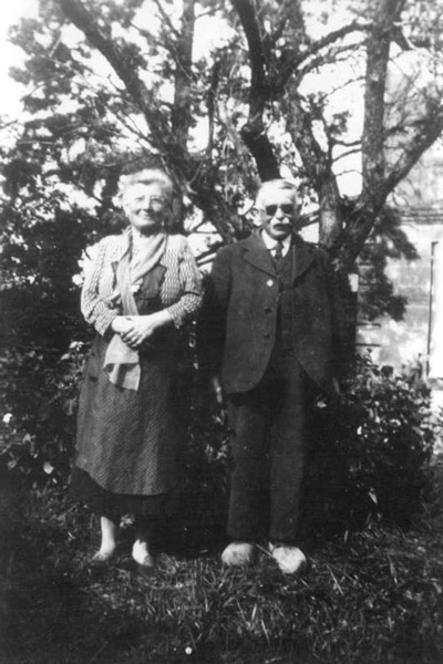 Marguerite et Jean-Marie Barraud during the harvest in 1940